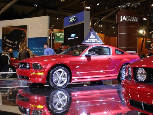 2005_mustang_car_of_the_year_award-500x375