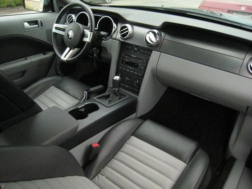 2007mustang_interior