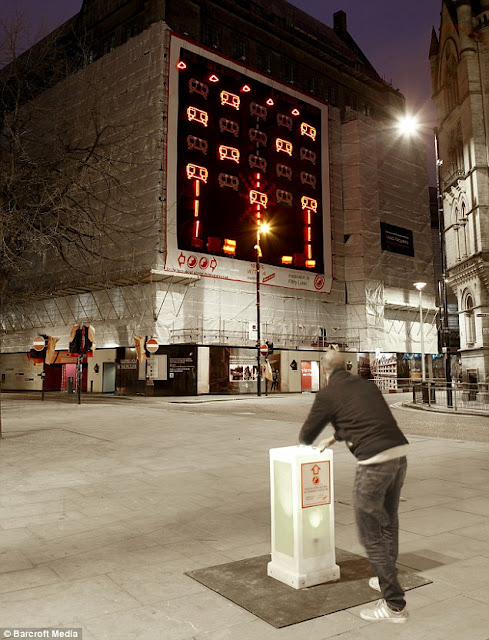 Giant Space Invaders Arcade Machine Free To Play In England