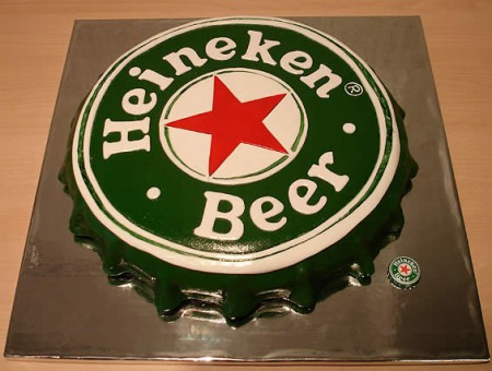 a cake shaped as a heineken bottle cap