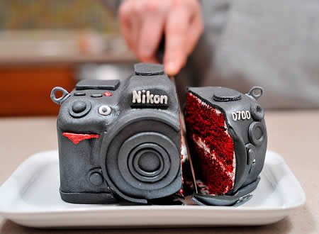 a cake shaped as a nikon camera