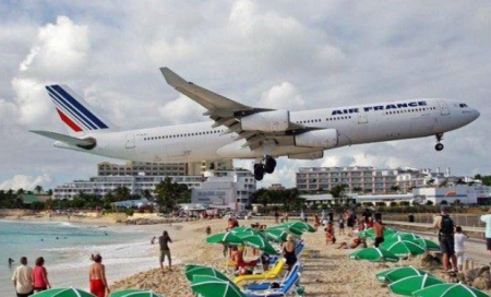air france plane flying above sunbathers on the beach of Saint Maarten