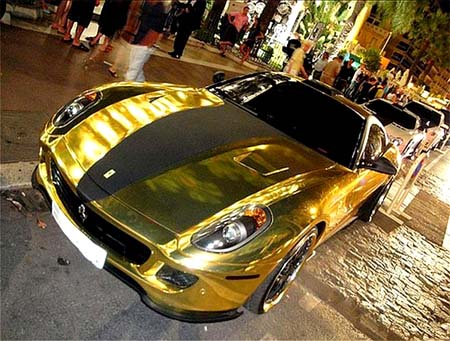 Rich Tycoon Coats His Ferrari In Gold 4