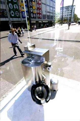 transparente toilet 2 image