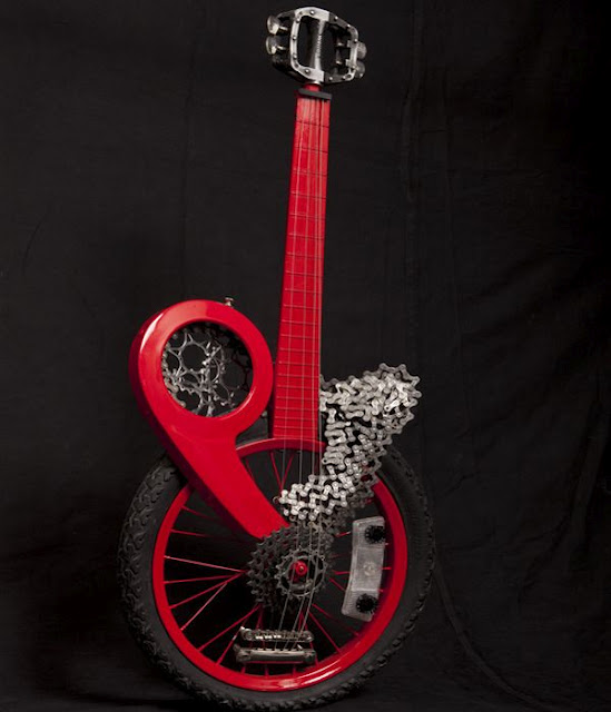 10 cool pictures of amazing custom guitars. Black Bedroom Furniture Sets. Home Design Ideas