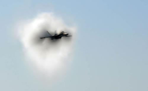 20 Amazing Pictures Of Fighter Jets Breaking the Sound Barrier 10