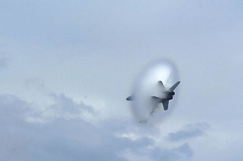 20 Amazing Pictures Of Fighter Jets Breaking the Sound Barrier 11