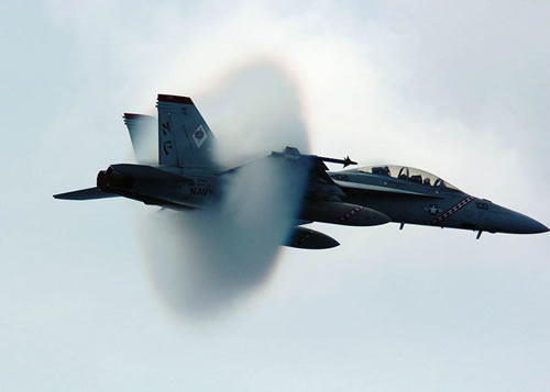 20 Amazing Pictures Of Fighter Jets Breaking the Sound Barrier 12