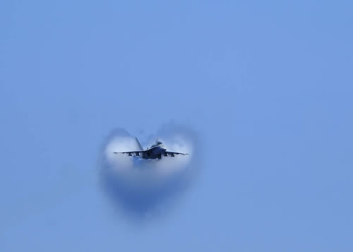 20 Amazing Pictures Of Fighter Jets Breaking the Sound Barrier 16