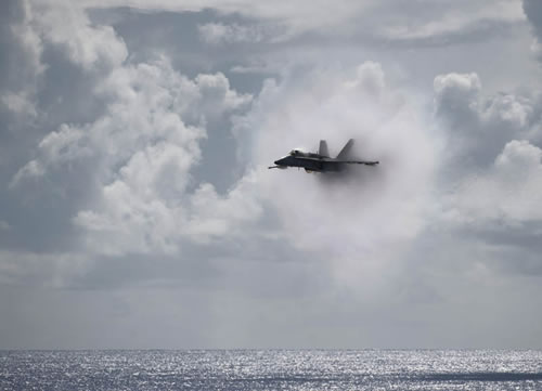 20 Amazing Pictures Of Fighter Jets Breaking the Sound Barrier 17