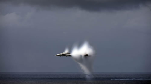 20 Amazing Pictures Of Fighter Jets Breaking the Sound Barrier 19