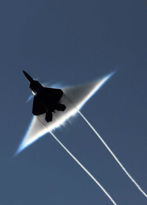 20 Amazing Pictures Of Fighter Jets Breaking the Sound Barrier 2