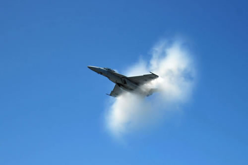 20 Amazing Pictures Of Fighter Jets Breaking the Sound Barrier 4