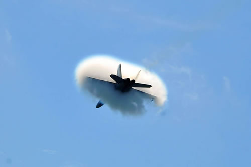 20 Amazing Pictures Of Fighter Jets Breaking the Sound Barrier 5