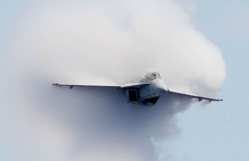 20 Amazing Pictures Of Fighter Jets Breaking the Sound Barrier 6