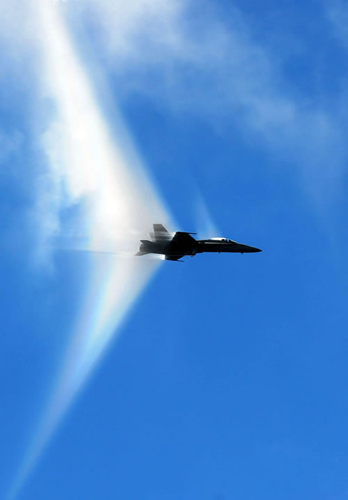 20 Amazing Pictures Of Fighter Jets Breaking the Sound Barrier 7