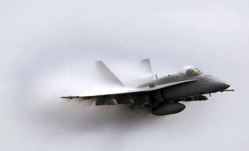 20 Amazing Pictures Of Fighter Jets Breaking the Sound Barrier 9
