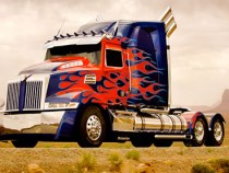 First Look At The New Remodeled Optimus Prime For Transformers 4