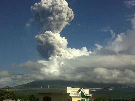Huge Rocks Spew From Filipino Volcano, Killing 5 Climbers