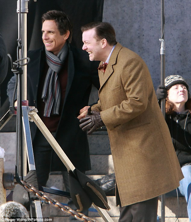 18 Pictures Of Actors Having A Laugh On Set While Acting 1