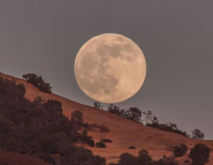 Amazing Super Moon Pictures Taken From Around The World 13