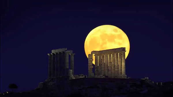 Amazing Super Moon Pictures Taken From Around The World  2