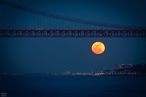 Amazing SuperMoon Pictures Taken From Around The World 4