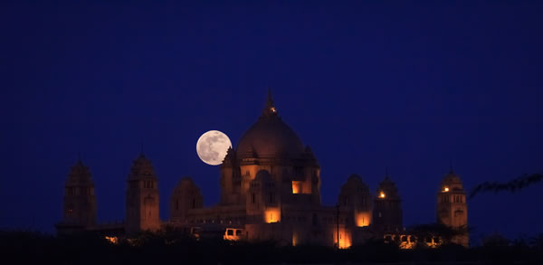 Amazing SuperMoon Pictures Taken From Around The World 6
