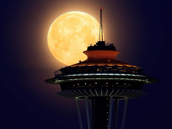 Amazing SuperMoon Pictures Taken From Around The World 7