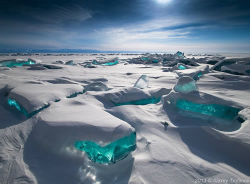 Turquoise-Ice-Northern-Lake-Baikal