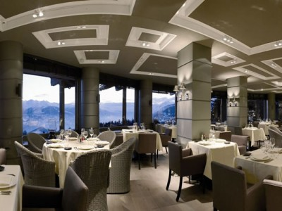 lecrans hotel & spa in switzerland (4)