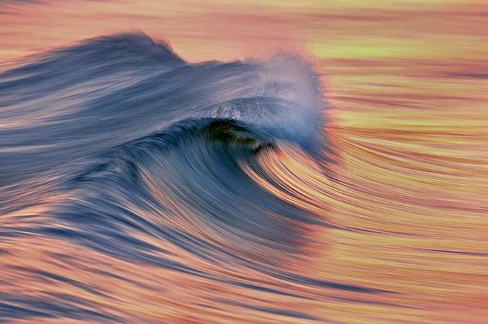 Amazing Long Exposure Photographs Of Golden Waves 8
