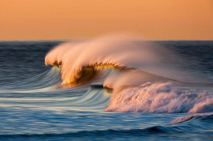 Amazing Long Exposure Photographs Of Golden Waves 9