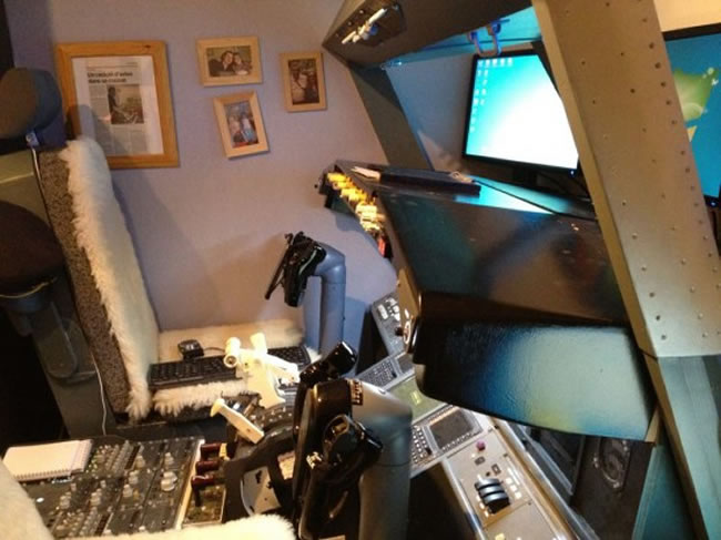 Guy Builds Full Size Boeing 737 Flight Simulator In His Bedroom