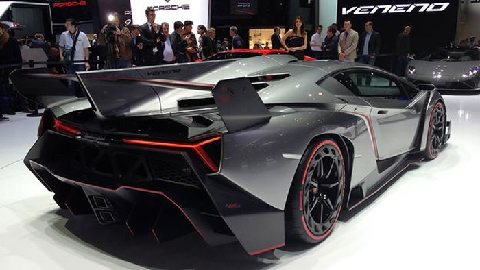 new lamborghini veneno 217 mph 4 1 million dollar supercar. Black Bedroom Furniture Sets. Home Design Ideas