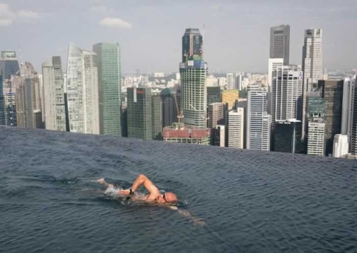 Top 10 scariest rooftop hotel pools - Rooftop swimming pool in singapore ...