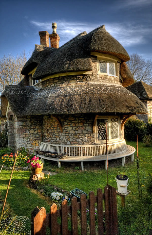 Top Ten Storybook Cottage Homes From Around The World 9
