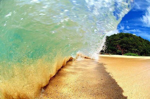 Amazing Pictures Taken Inside A Wave 1