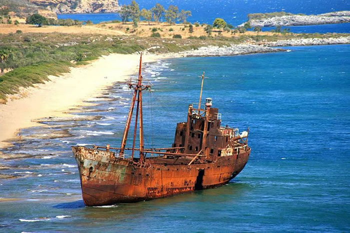 Pictures Of Shipwrecks Around The World 3