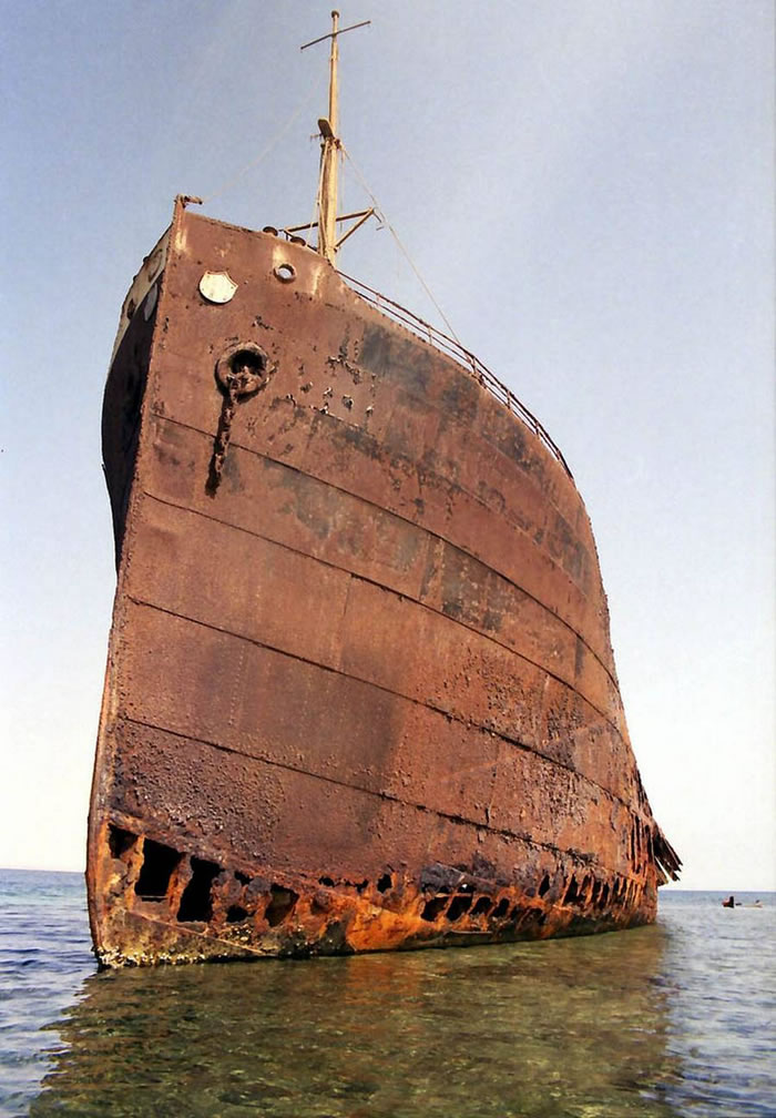 Pictures Of Shipwrecks Around The World 4