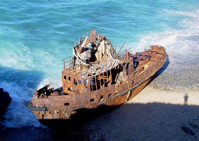 Pictures Of Shipwrecks Around The World 9