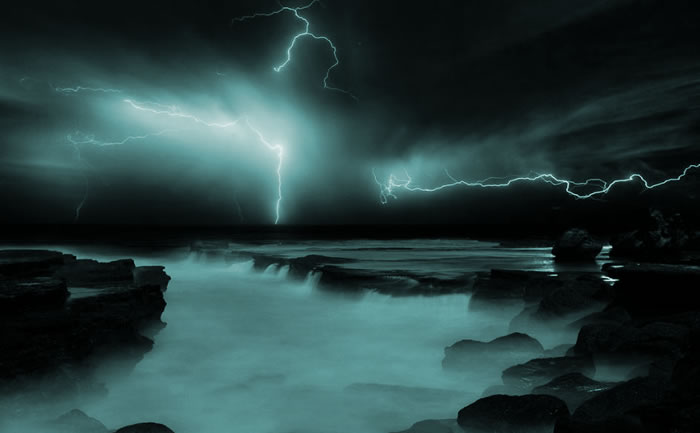 Amazing Nature - 10 Mighty Lighting Strikes Over Water