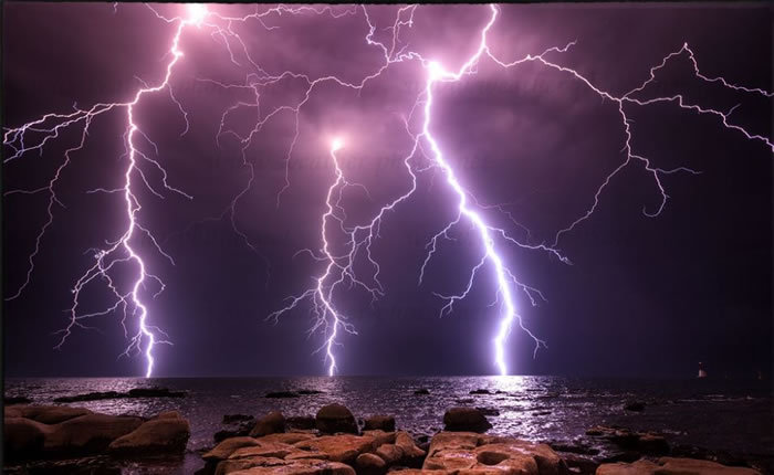 Amazing Nature 10 Mighty Lighting Strikes Over Water