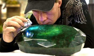 Emerald Stone – Put that On Your finger!