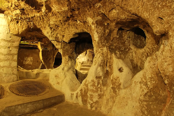 Turkey Tours Intriguing Ancient Underground City Derinkuyu (1)