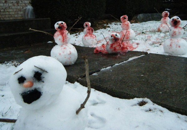 WTF 10 Scary Snowman Holiday Cards You Wouldn't Want (5)
