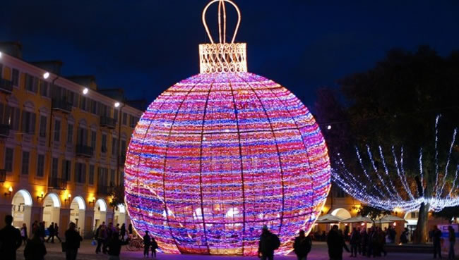 christmas decorations from cities around the world