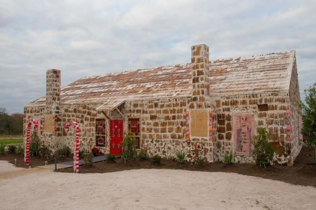 biggest-gingerbread-house2