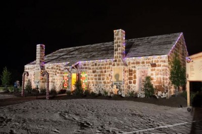 Full Size Decorated Gingerbread House In Texas Wins World Record