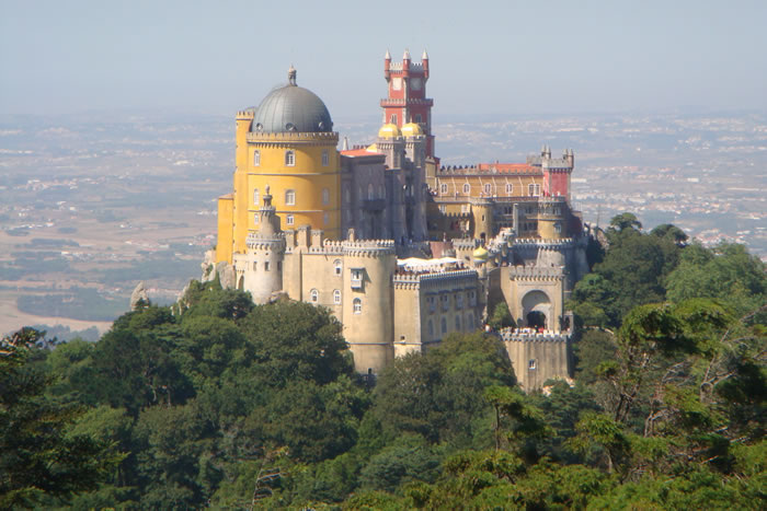 10 Most Amazing Castles Tours And Palaces To Visit Before You Die 15
